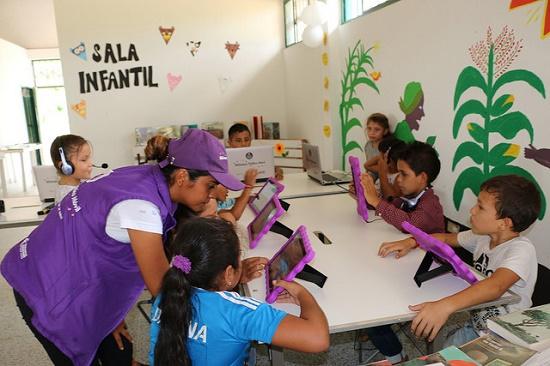 Biblioteca Publica Movil vereda Charras San José del Guaviare_web.jpg
